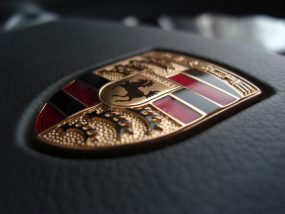 porsche_emblem_on_a_steering_wheel-285x214